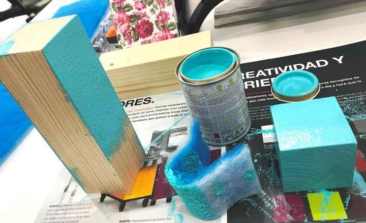 2. Pintar! Yo lo he hecho con pintura satinada y una esponja.