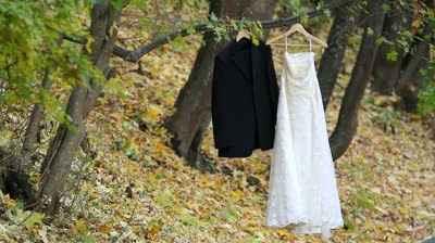 trajes colgados 2