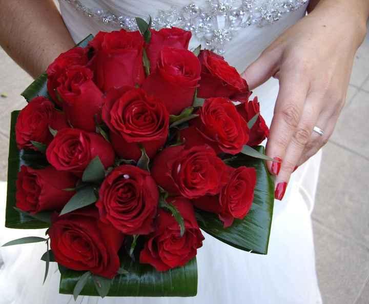 mi ramos y mis uñas  rojas !!
