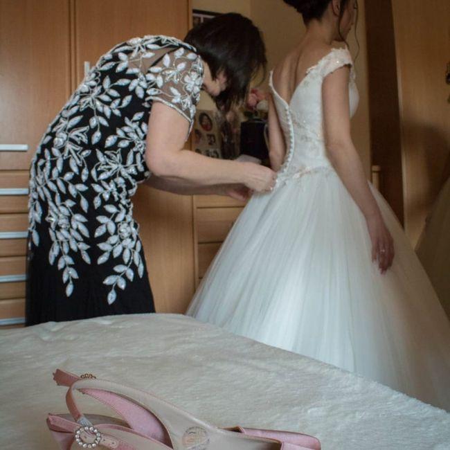 ¿Con qué tipo de vestido se pone el velo rosa? - 5