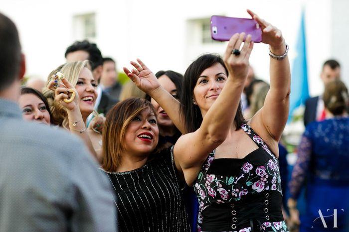Otro selfie chicas ..