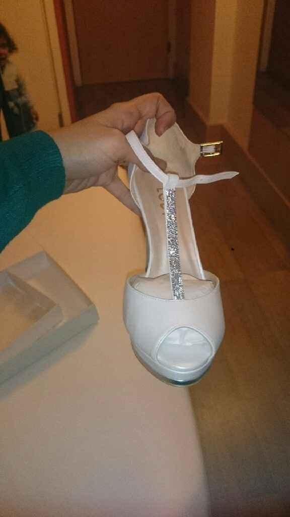 Enamorada de mis preciosos zapatos - 1