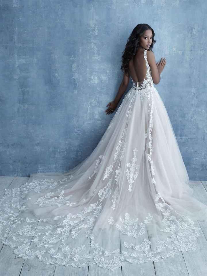 ¿Te alucina la cola de este vestido? 😍 - 1