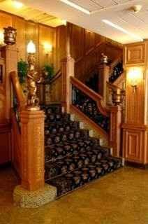 El acceso al salón... las escaleras del Titanic!
