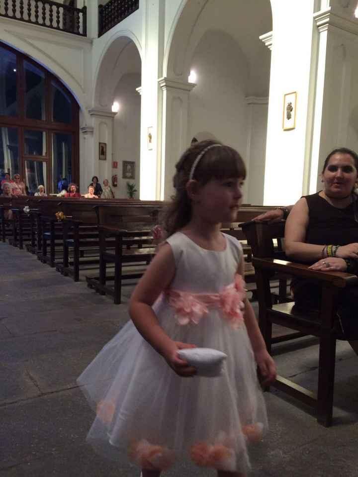 Mi princesita llevando los anillos
