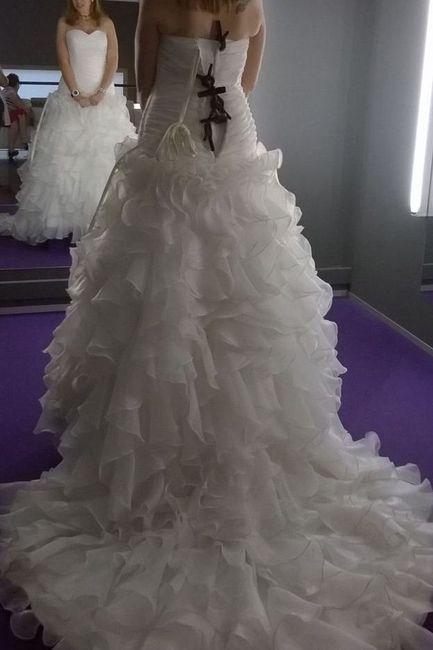 Mi vestido por detrás