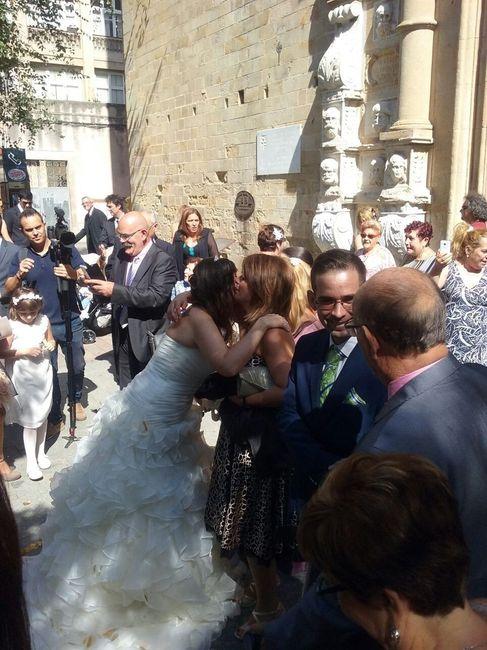 Saludando a los invitados a la salida de la iglesia