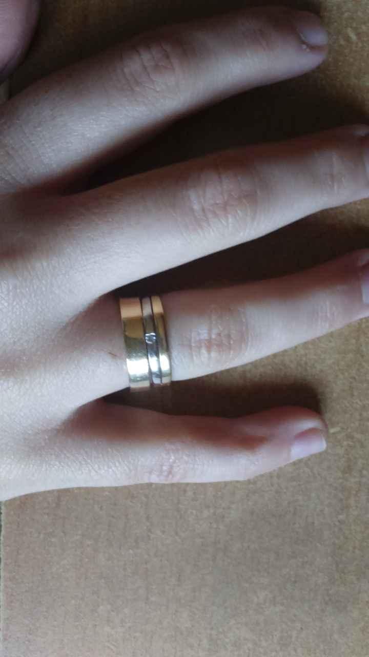Combinar alianza y anillo de pedida en el mismo dedo - 1
