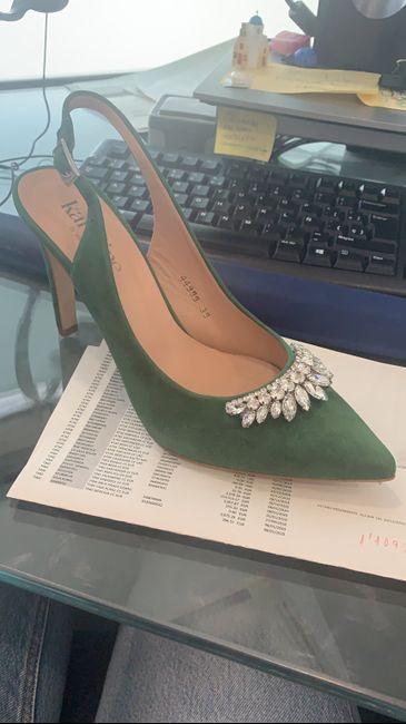 Zapatos blancos VS Zapatos de color - 1