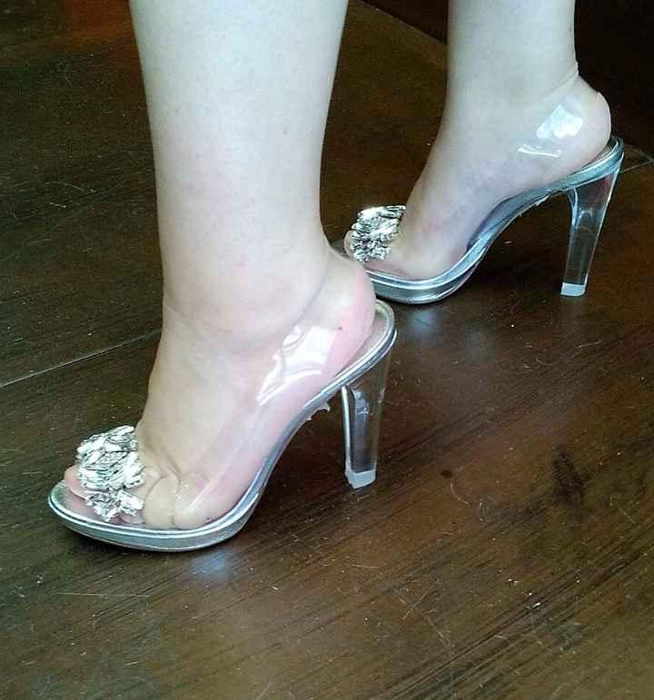 zapatos puestos
