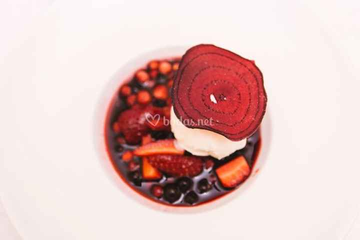 helado de cheesecake y frutos rojos