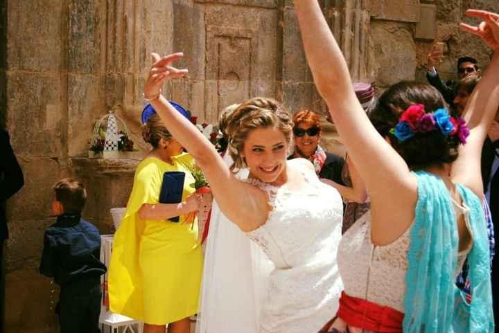 Baile al salir de la Iglesia