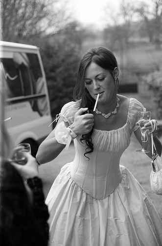 Novia fumando