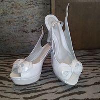 mis zapatos blancos