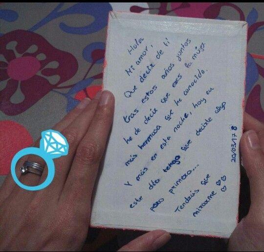 El cuadro por detrás y mi anillo