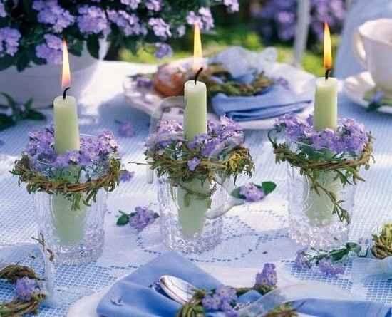 4. Velas y pequeñas flores