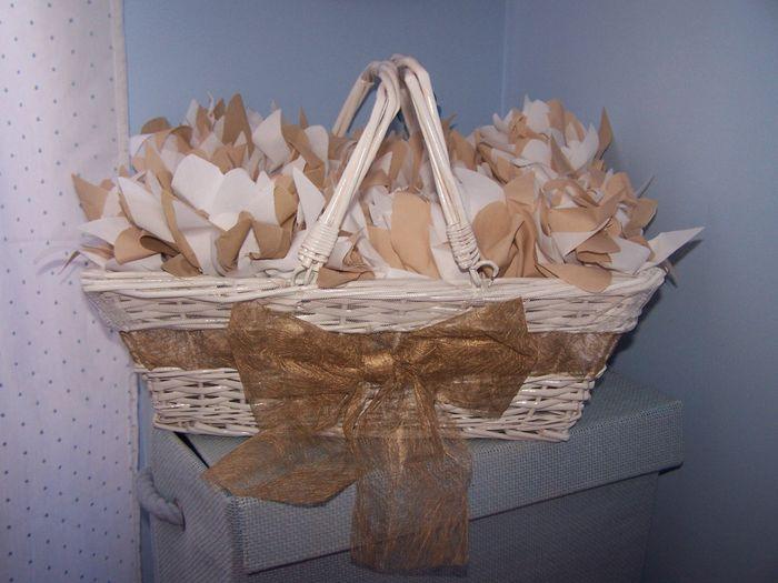 Te enseño la cesta donde he metido los nenúfares de arroz, pero