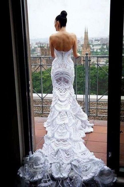 Vestido de novia con cola de pavo real
