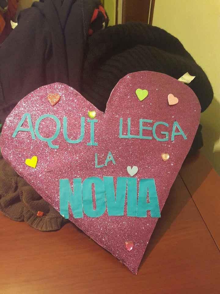 """Ayuda cartel tipo """"aquí llega la novia"""" - 1"""