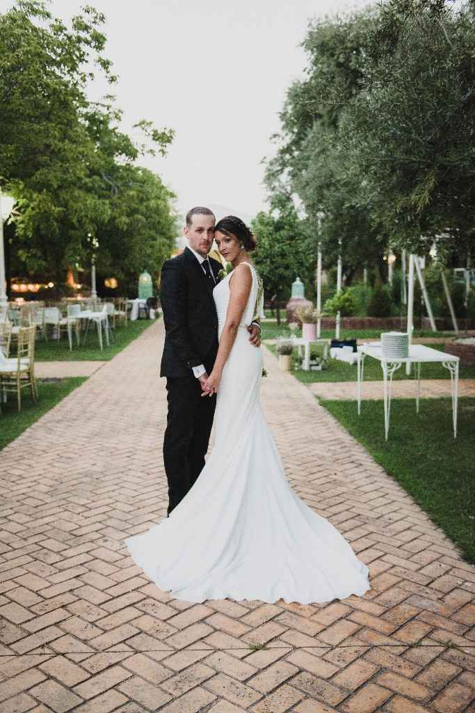 Vestido con cola en boda civil - 1