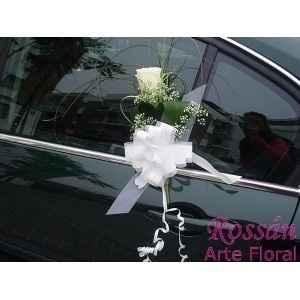 coche negro con flores 2