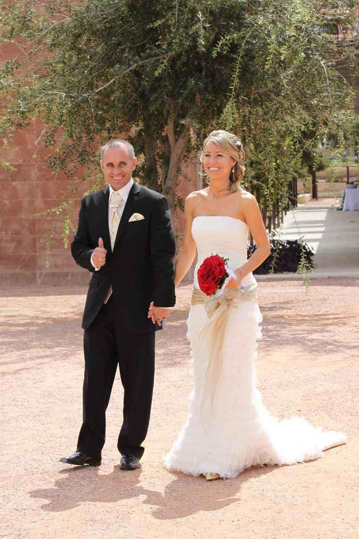 vestido novia y novio de PEPE BOTELLA