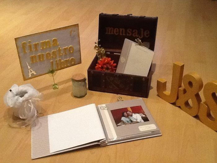 Decoracion mesa libro de firmas fotos - Mesa de libro para salon ...