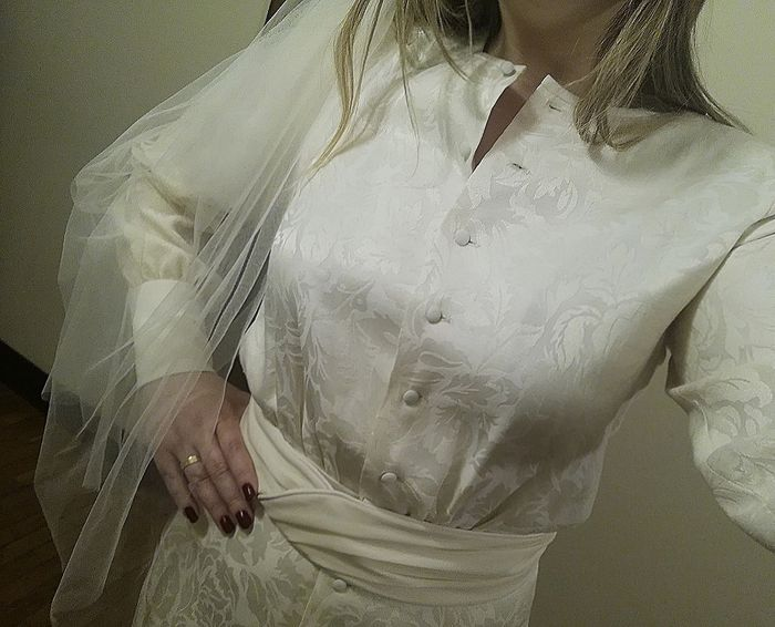 Ayer me he vuelto a poner el vestido que llevé en nuestra 1ª boda en casa 1