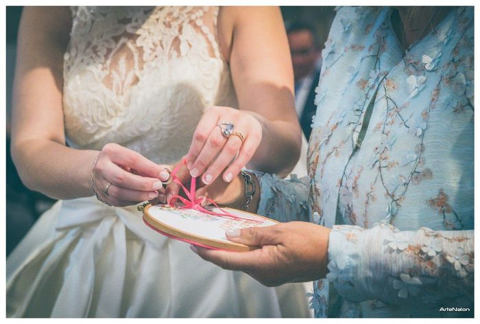 Aqui se ve que llevo un anillo de oro blanco con uno de oro amarillo