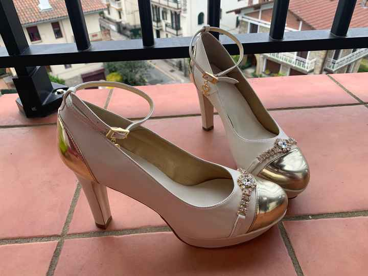 Zapatos en color marfil o violeta? - 1