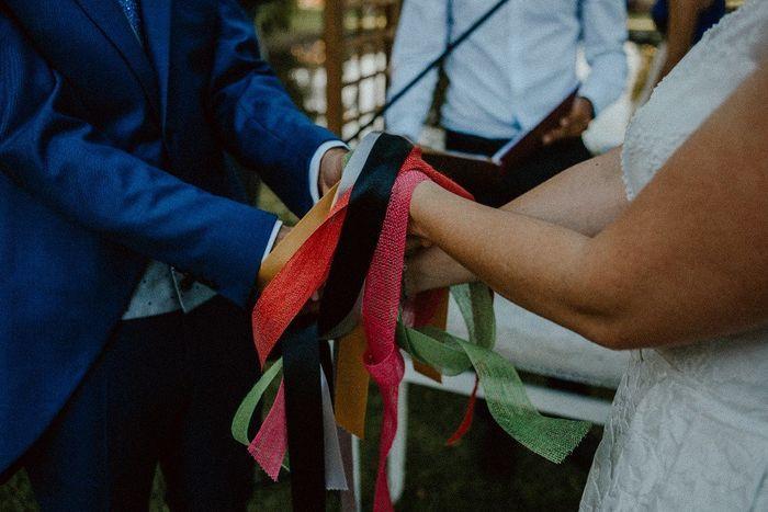 Ceremonia Civil. Unión de las manos y cerveza 4