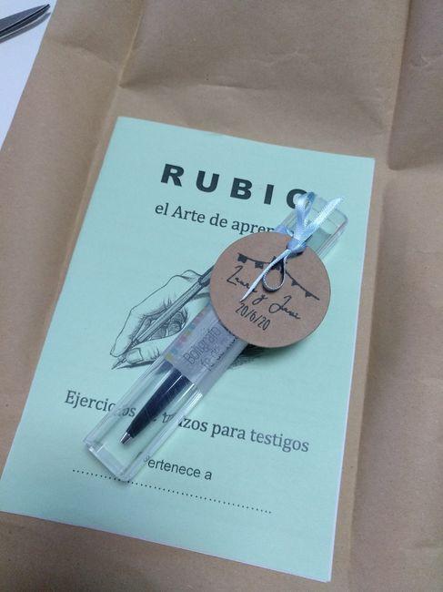 Detalle testigo - Cuadernillo Rubio + bolígrafo 4