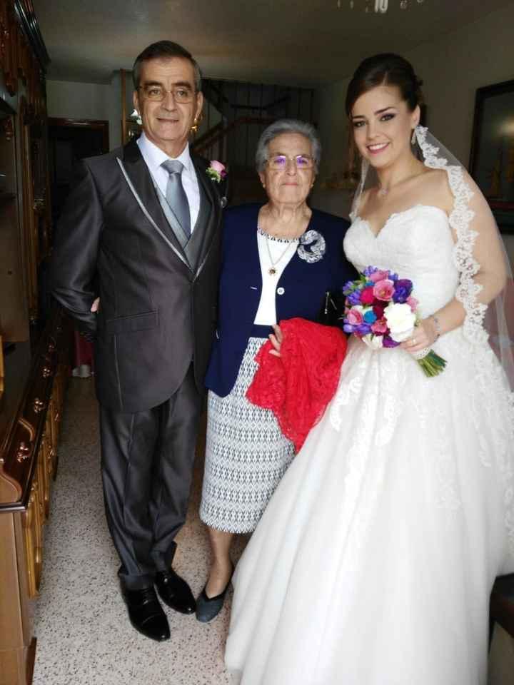 Con mi padre y mi abuela...emocionados