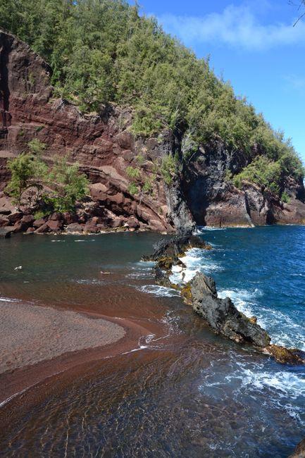 Playa arena roja en Maui