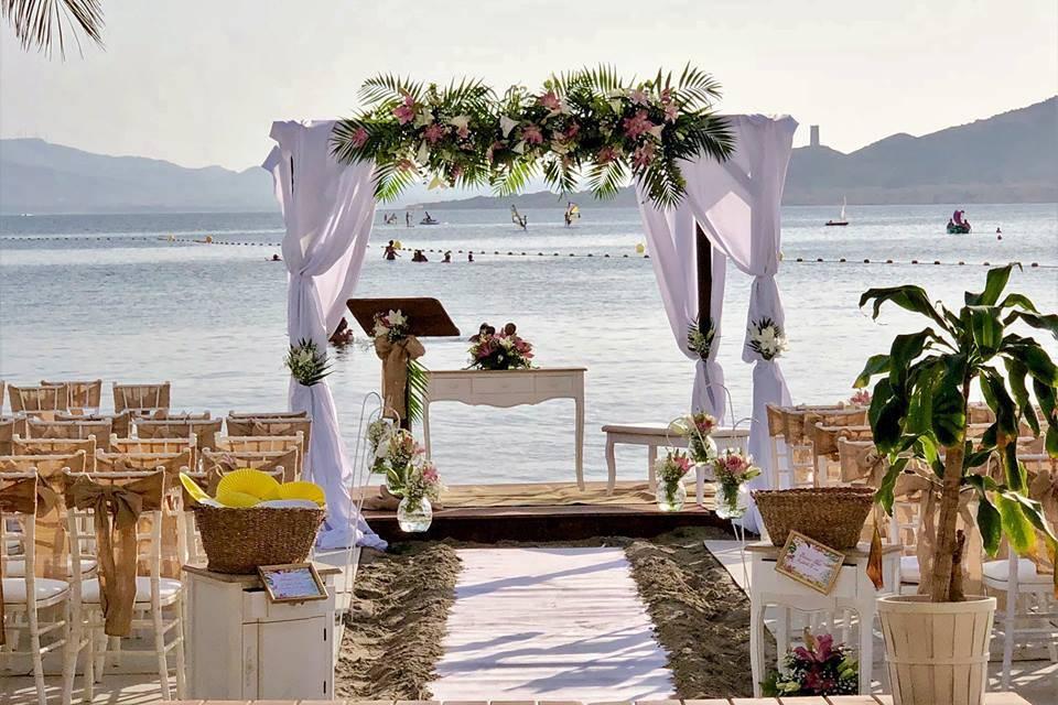 Ceremonia en la orilla del Mar
