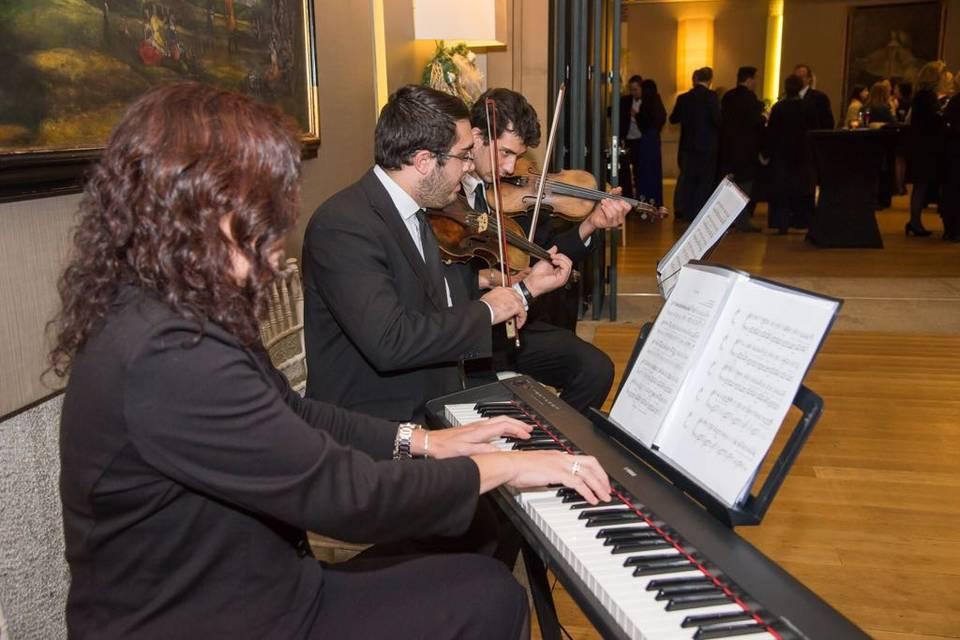 Cóctel dos violines y piano