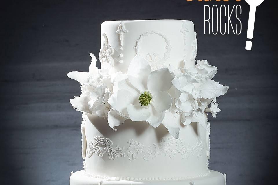 Clásica en blanco con flores a