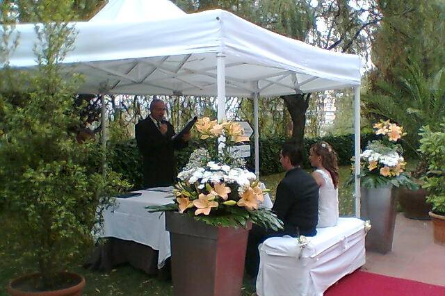 Ceremonia exterior en mini carpa