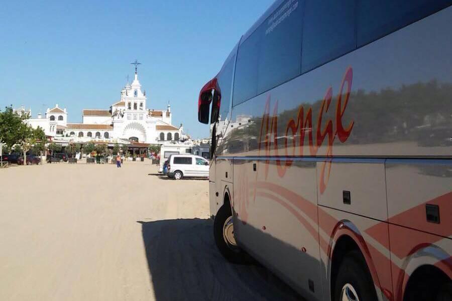 Autobús en boda rociera