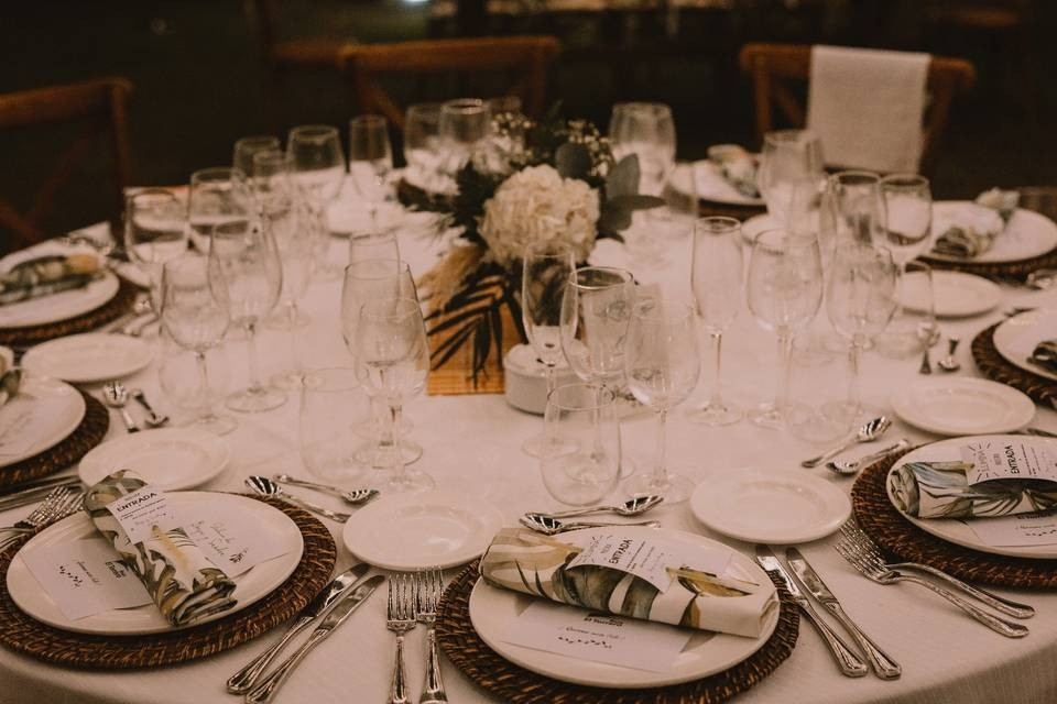 Montaje de mesas de banquete