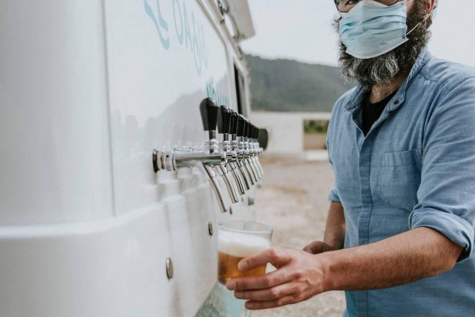 Sirviendo una cervecica fresca