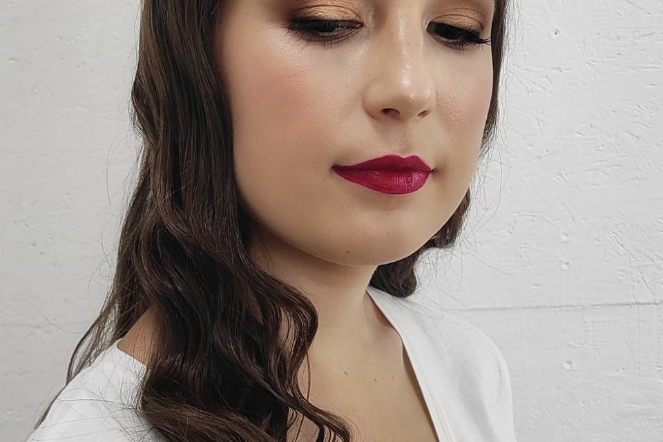Rebeca Clavero - Makeup, Hair & Nails