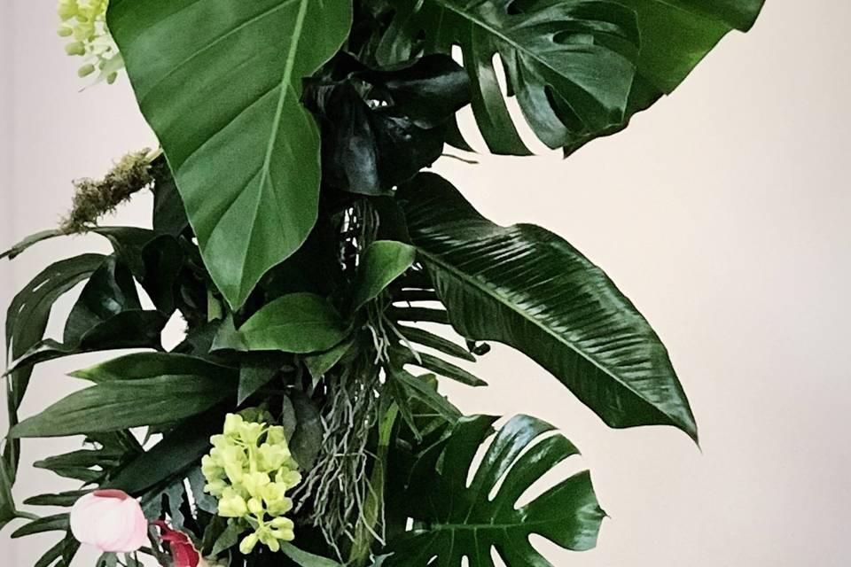 Bodas tropicales, arco floral