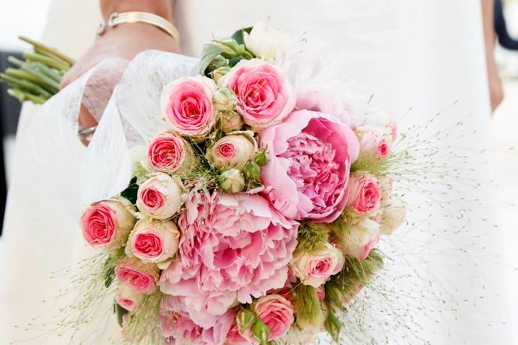 Buquet con rosas y peonias