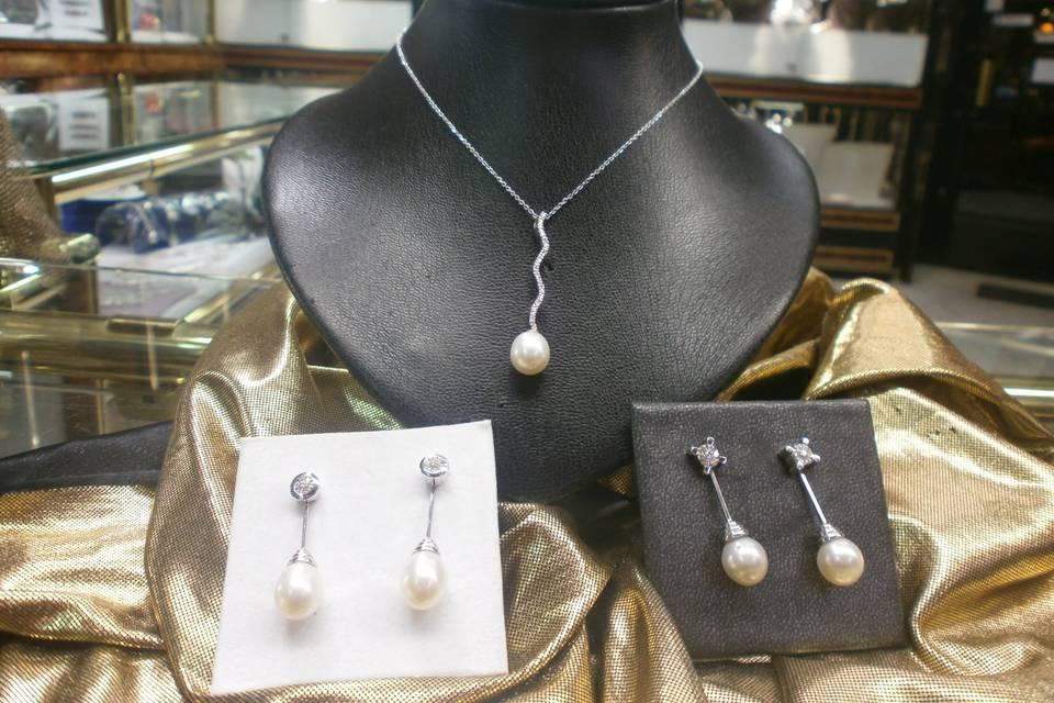 Gargantila y pendientes perla brillante