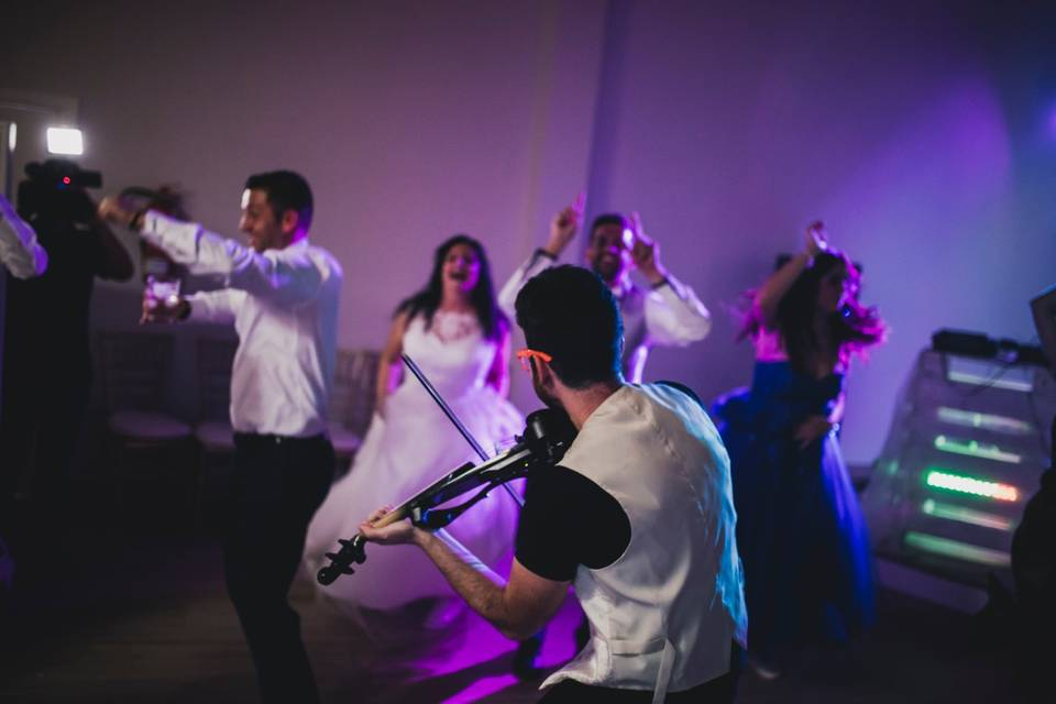 Adrian String - Violinista eléctrico