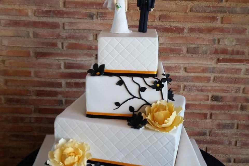 Tarta de boda con novios personalizados
