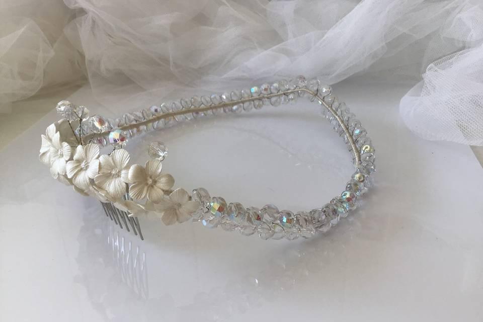 Corona cristal checo y flores