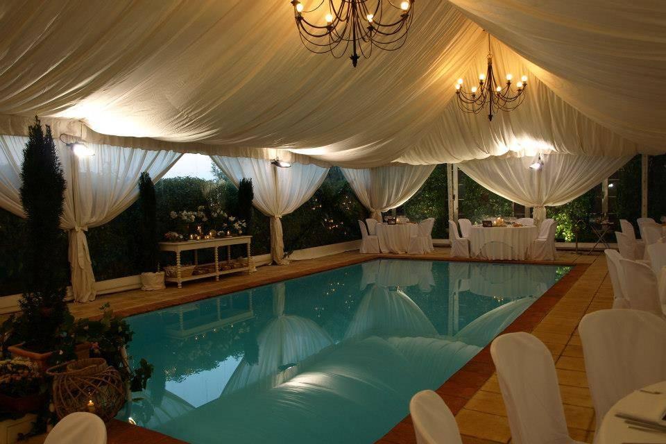 Carpa con piscina interior