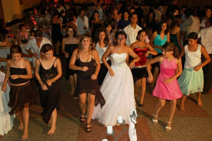 Coreo sorpresa de la novia y los invitadas